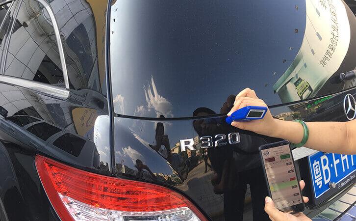 汽车漆面检测仪测试奔驰R320漆面厚度