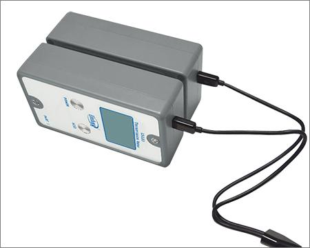 LS110分体式透光率测试仪充电方式展示