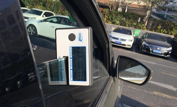 用太阳膜测试仪来辨别好的和劣质的汽车膜