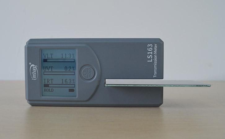 太阳膜测试仪测量贴膜玻璃