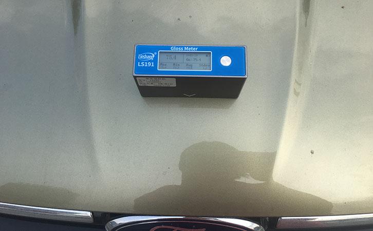 用光泽度仪测量汽车光泽度
