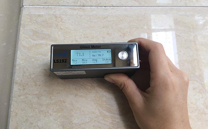 光泽度仪测量抛光砖光泽