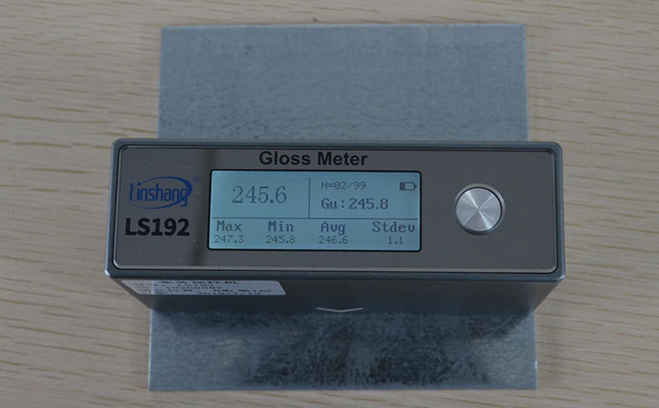 光泽度仪测量钢板光泽度