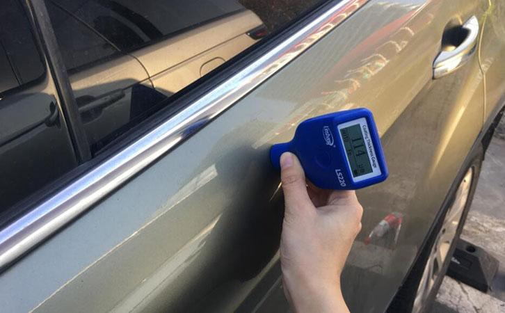 磁性测厚仪测量汽车