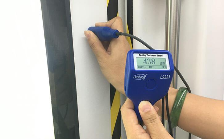 防火涂料测厚仪测量地铁车门口