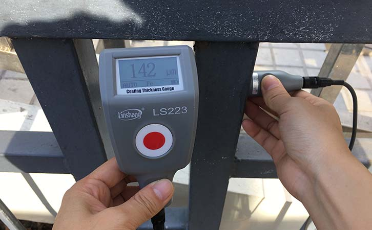 涂层测厚仪测量钢材表面