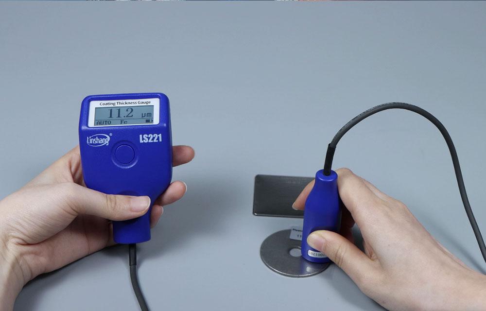 涂层测厚仪使用未涂镀同种铁工件调零后测试标准片